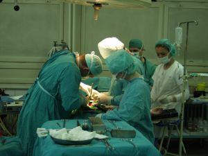 surgeon-274997-m.jpg